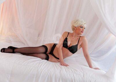 glamour model in black lingerie in Detroit, Michigan