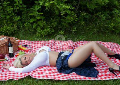 glamour model at picnic