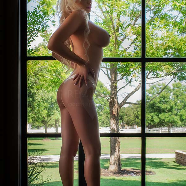 glamour nude model